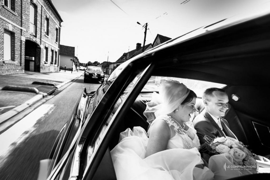 photographe oise Mariage_couple en voiture_-Sandrine_Gregory_Abbaye-de-Royaumont_Le-Comptoir-Photo_Photographe-Beauvais_Oise