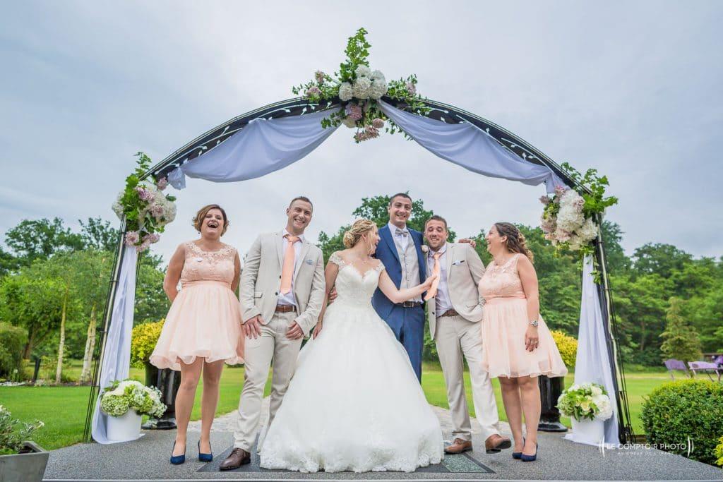 Mariage- La Ferme de Maubuisson - Verneuil en Halatte - Compiegne -photo groupe- rire-émotion-Le Comptoir Photo - Photographe mariage oise beauvais-89