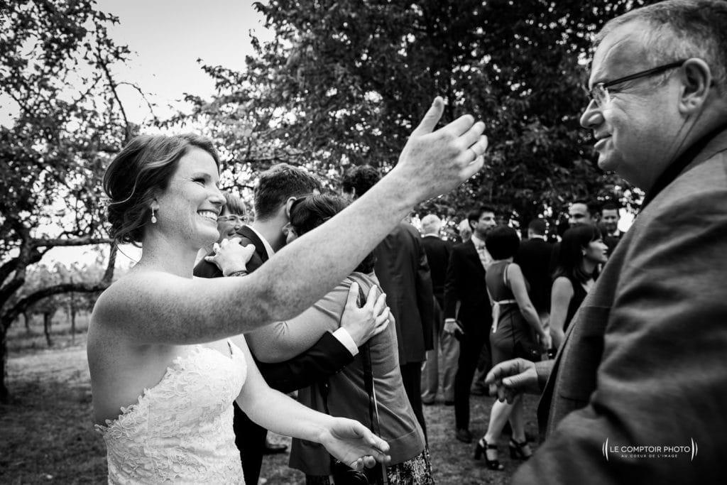 Mariage- Chateau Lardier - Ruch - Photographe mariage oise beauvais - Aquitaine - Gironde -Bordeaux - Libourne - Le Comptoir Photo-photo embrassade-émotion-naturel-rire-394