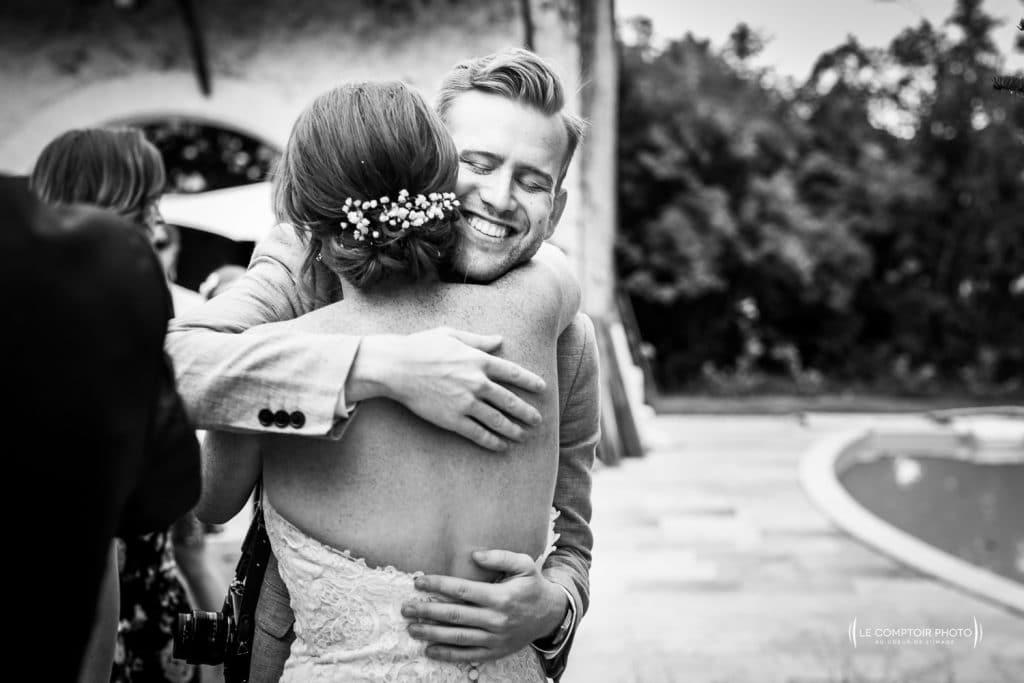 Mariage- Chateau Lardier - Ruch - Photographe mariage oise beauvais - Aquitaine - Gironde -Bordeaux - Libourne - Le Comptoir Photo-photo embrassade-émotion-naturel-rire-398