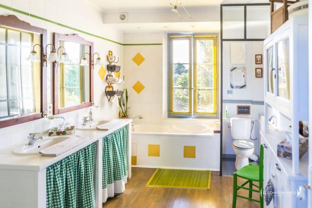 alt='Salle de bain_La Chaise Verte_Le Comptoir Photo_Beauvais