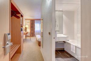 """alt=""""vue chambre d'hôtel Mercure_Le Comptoir Photo Beauvais"""""""