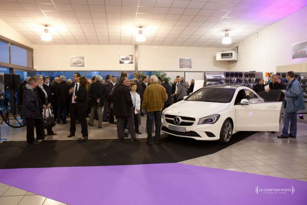 "alt=""Photographe Entreprise_Corporate_Evenement-Mercedes_inauguration-voiture_Rivery_Amiens_Somme_Le-Comptoir-Photo_Beauvais-Picardie-Hauts de France"""