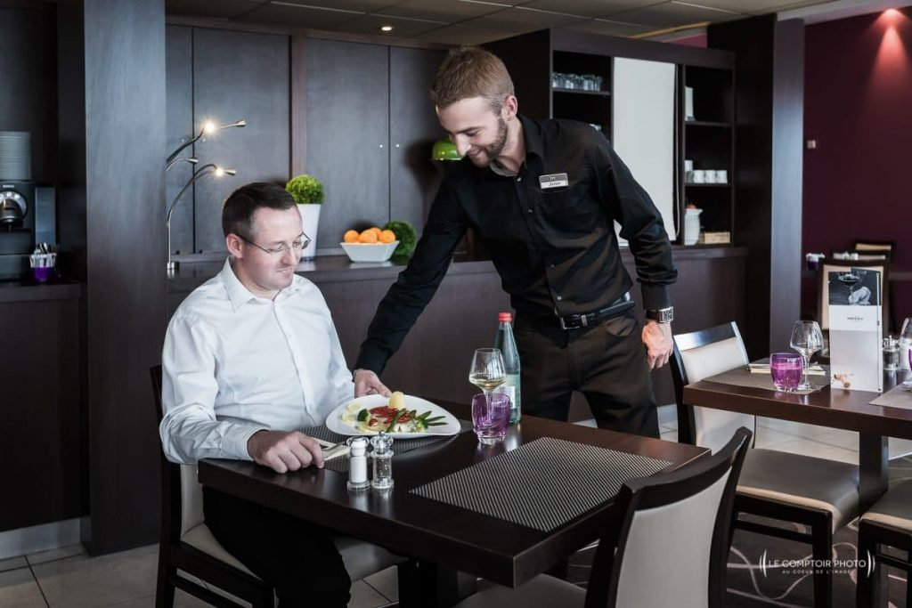 """alt= """"Entreprise_Corporate_Reportage_Hotel-mercure_Beauvais_restaurant_hotel_salle restaurant_dejeuner_Le-Comptoir-Photo_Beauvais """""""