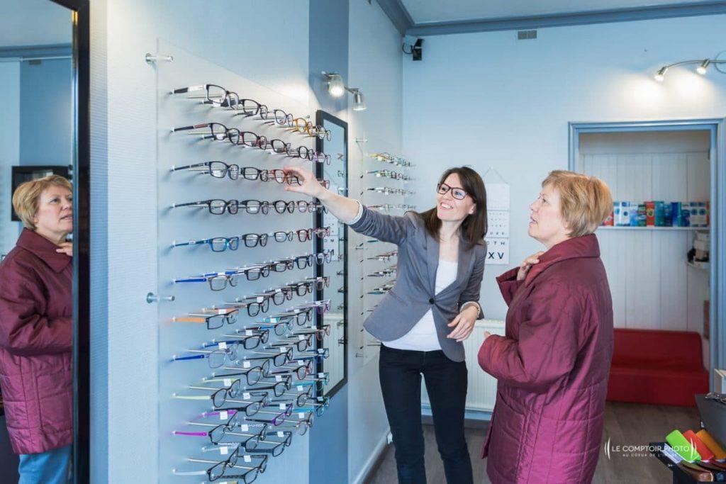 """alt= """" Entreprise_Corporate_Reportage_Optic-Mobile-60_optique-a-Domicile_Nogent-sur-Oise_proposition paire de lunettes_Le-Comptoir-Photo"""