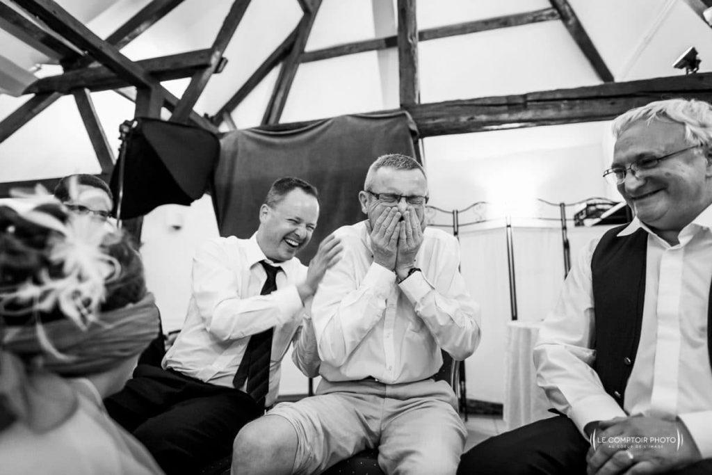 photographe oise mariage soirée, jeu avec la mariée- Le Comptoir Photo- le Pré Marie-Ons-en-bray-Oise