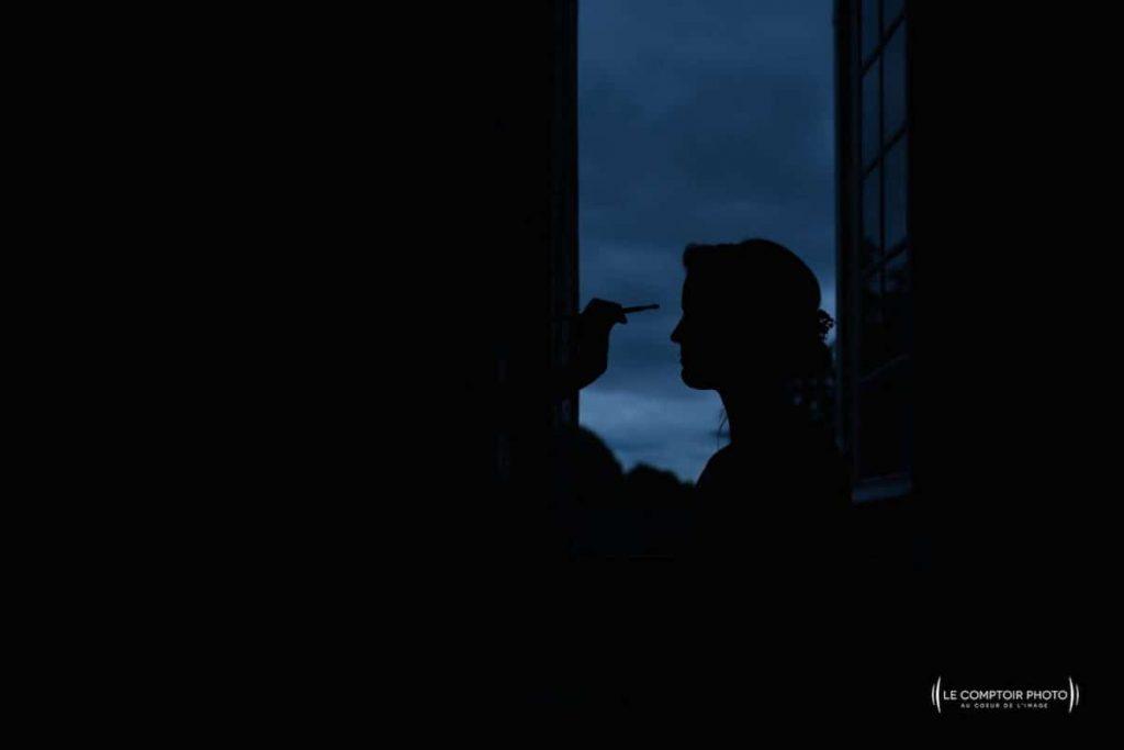 Photographe mariage oise-Beauvais-Compiègne- Mariage franco-canadien-chateau lardier - ruch- bordeaux-libourne-ruch-aquitaine-gironde-émotion-naturelle-Le Comptoir Photo-effet ombre et lumière-préparatifs-maquillage de la mariée