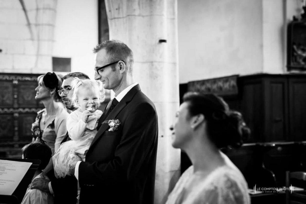 """alt=""""église-regard-maman-Photographe mariage oise - photographe oise mariage-Le Comptoir-Photo-Beauvais-Compiègne-Chantilly-Picardie-Hauts-de-France"""""""