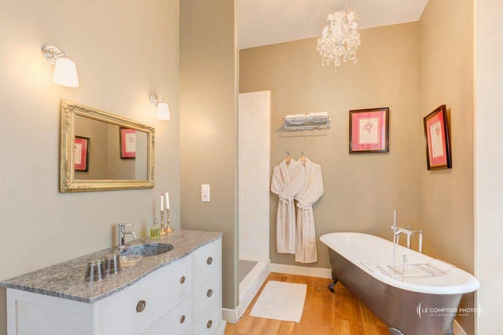 """alt=""""Photographe oise beauvais_bien immobilier salle de bain douche_Le Comptoir Photo"""""""