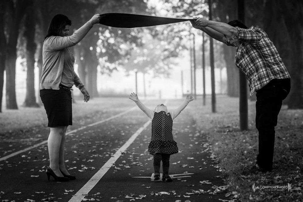 """alt= """" photo-portrait-enfant_exterieur parc d'assault_Beauvais_Le-Comptoir-Photo """""""