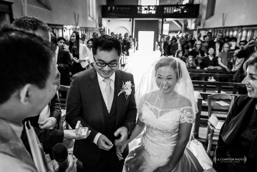 photographe oise beauvais sourire des mariés lors de l'échange des alliances_Le Comptoir Photo-Beauvais-Compiègne-Oise