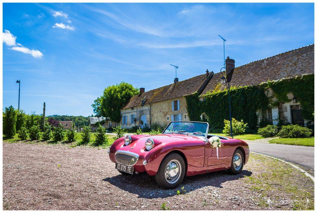 Voiture de collection décapotable - église Hondainville proche du chateau des saules_Ansacq_Le Comptoir Photo- Photographe oise mariage