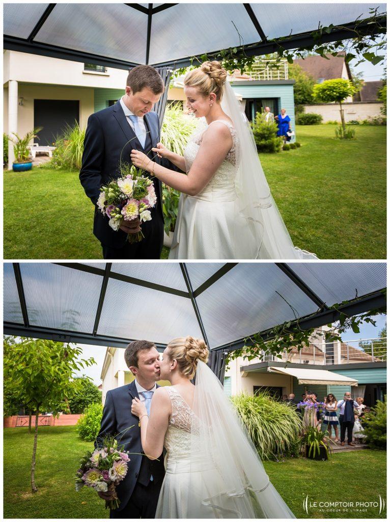 découverte des mariés_embrassade_choisy au bac_Le Comptoir Photo_Photographe mariage oise_Beauvais