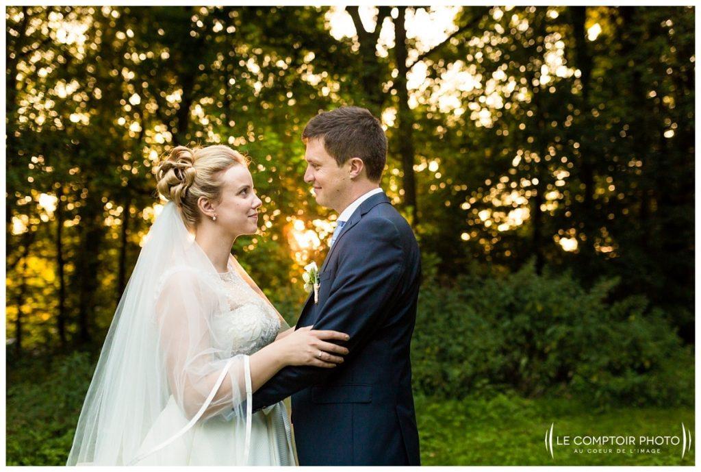 séance_photo_couple_mariage_regard_sourire_photos sur le vif_chateau de vic sur aisne_vic sur aisne_Le Comptoir Photo_Photographe mariage oise_Beauvais
