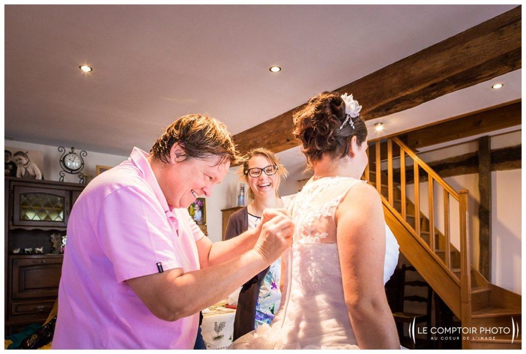 Mariage-mise en robe Abbaye de royaumont_asnieres sur oise-préparatifs de la mariée-Le Comptoir Photo-Photographe mariage oise-Beauvais