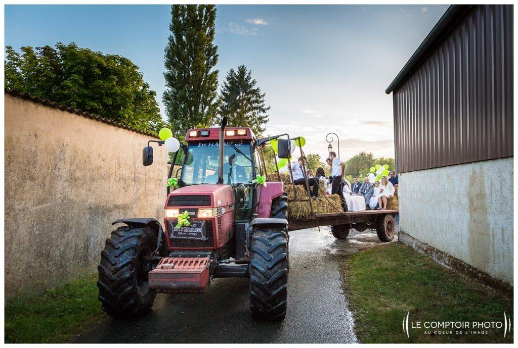 Mariage_départ du tracteur- soirée-milly sur therain-Abbaye de royaumont_asnières sur oise_Le Comptoir Photo_Photographe mariage oise_Beauvais