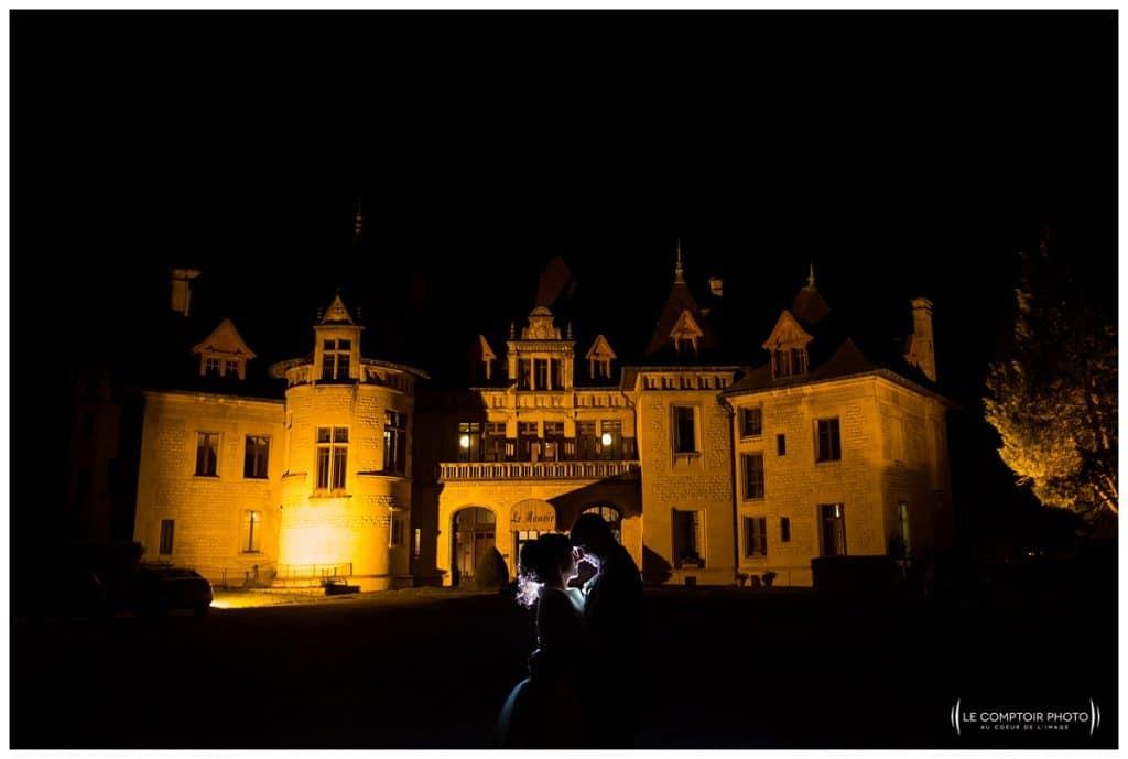 séance couple de nuit devant le manoir de chantilly- Mariage-Carolina-Fabien-Manoir-de-Chantilly_Gouvieux_Photographe-mariage-Oise_photographe-oise_Le-Comptoir-Photo