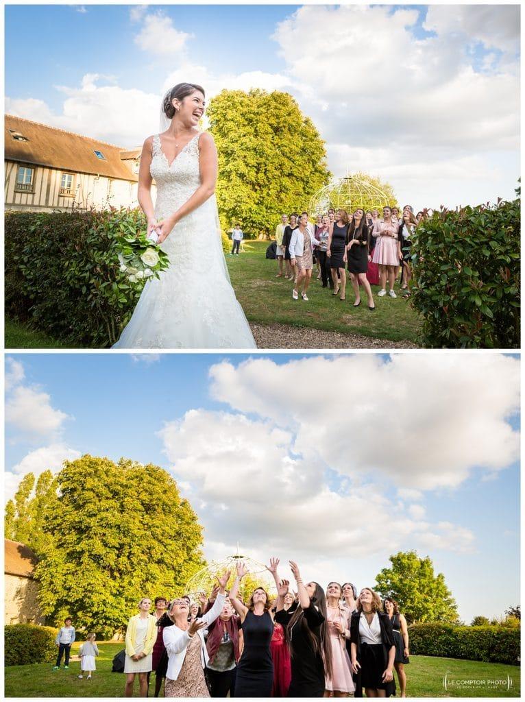 Reportage photo mariage à la Grange des Mollières dans les Yvelines-Photographe mariage Ile-de-France-paris-Oise-Le Comptoir Photo-lancer du bouquet