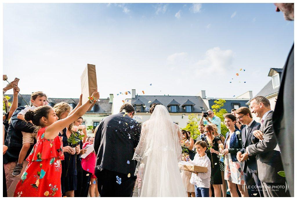 reportage mariage-chateau guilguiffin-bretagne-wedding in brittany-finistere-photographe saint brieuc côtes d'armor-le comptoir photo-sortie d'eglise fouesnant