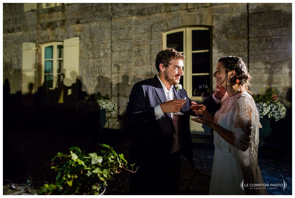 reportage mariage-chateau guilguiffin-bretagne-wedding in brittany-finistere-photographe saint brieuc côtes d'armor-le comptoir photo-fontaine champagne-regard-marié