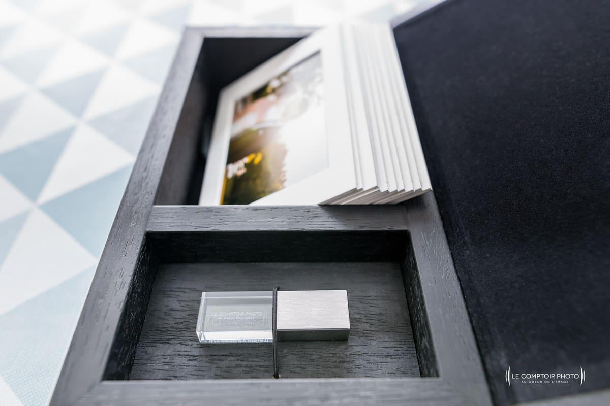 Détails et finition clé USB et tirage papier rigide
