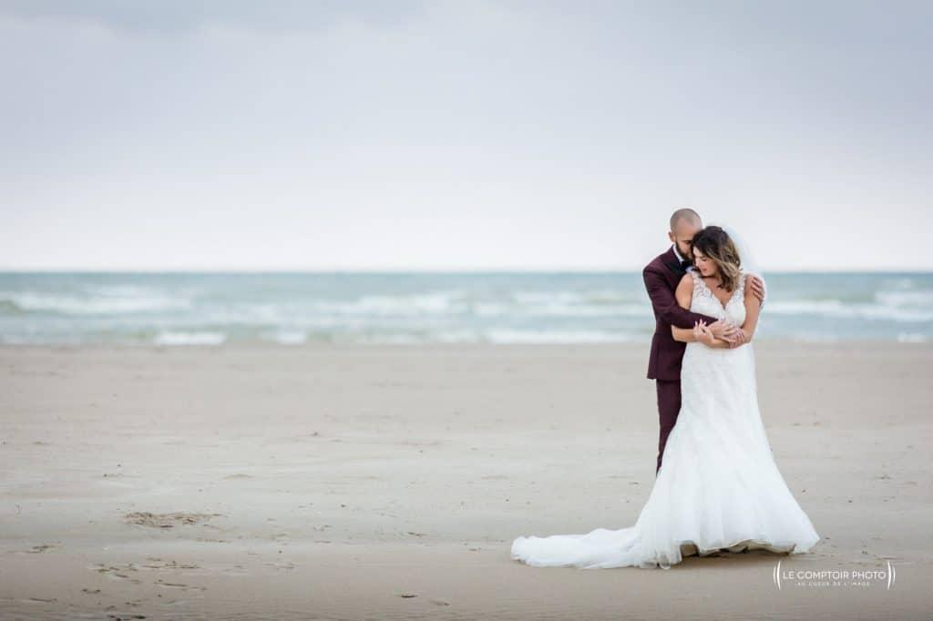 photographe de mariage à vannes à Saint-Malo-couple au bord de mer en bretagne